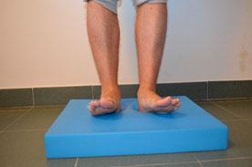 Allenamento del piede: tappetino Airex Balance esercizio 2