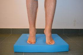 Allenamento del piede: tappetino Airex Balance, esercizio 3